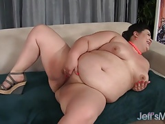 Uber-sexy Plumper Gets Her..