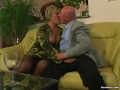 Chubby granny gets boinked in
