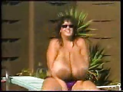 Big Tits play at the pool